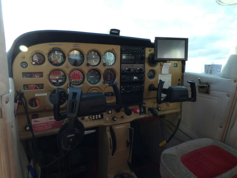 Cessna 172 - Cockpit
